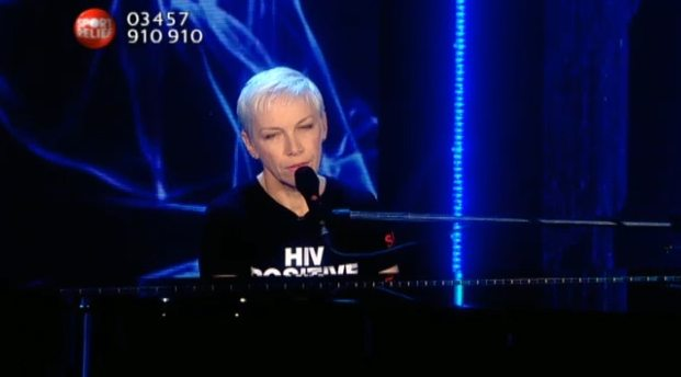 Annie Performs Bridge Over Troubled Water for Sport Relief
