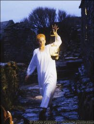 """Video of the Week – Eurythmics """"Here Comes The Rain Again"""" Live on The Tube"""