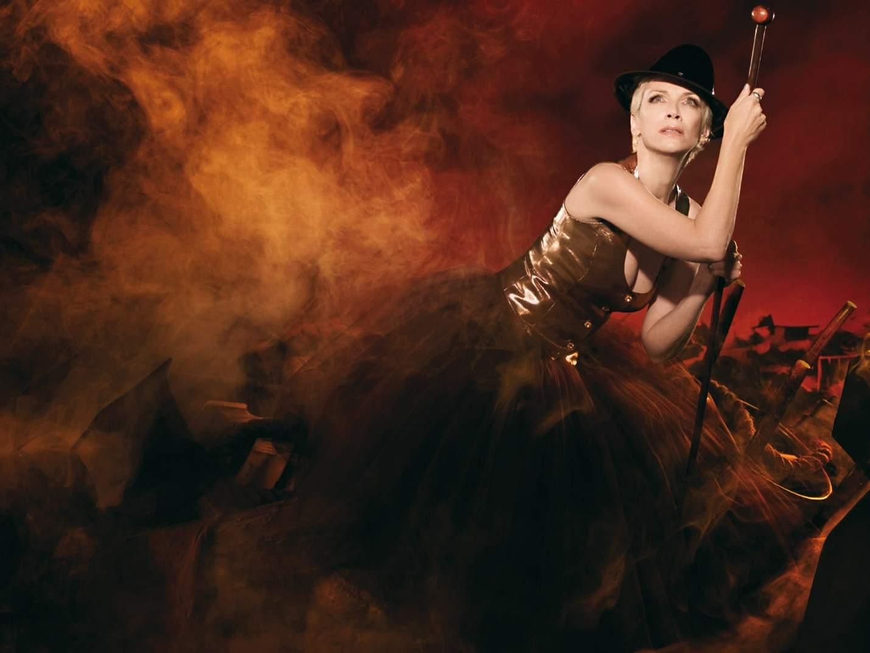 Annie Lennox Background 05a