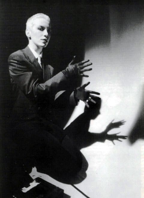 Ultimate Eurythmics Rare Photo Feature Day 4 – Annie Lennox Making Shadow Puppets