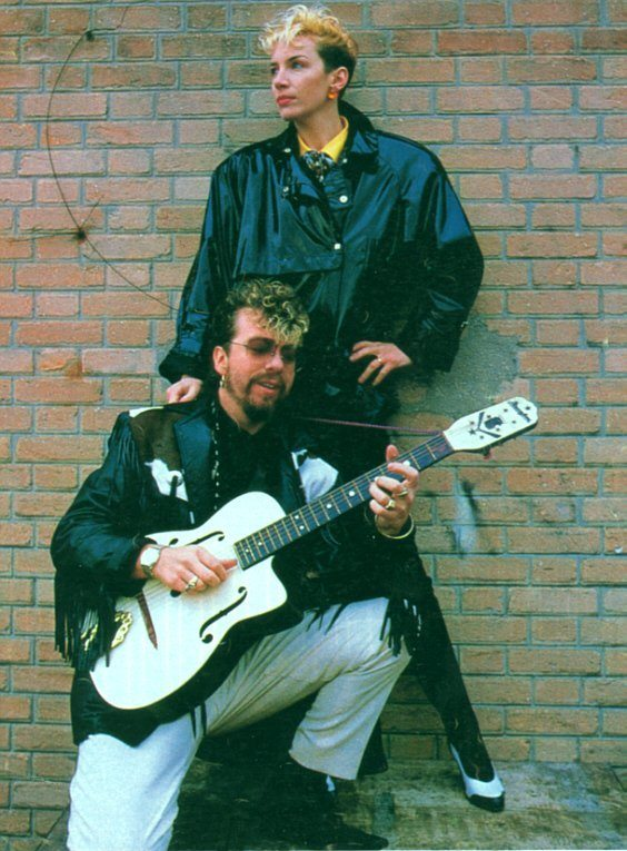 Ultimate Eurythmics Rare Photo Feature Day 23 – Get Up Dave You Are Embarrassing Me Now!