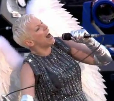 Watch Annie Lennox With Wings Perform At The Jubilee Concert