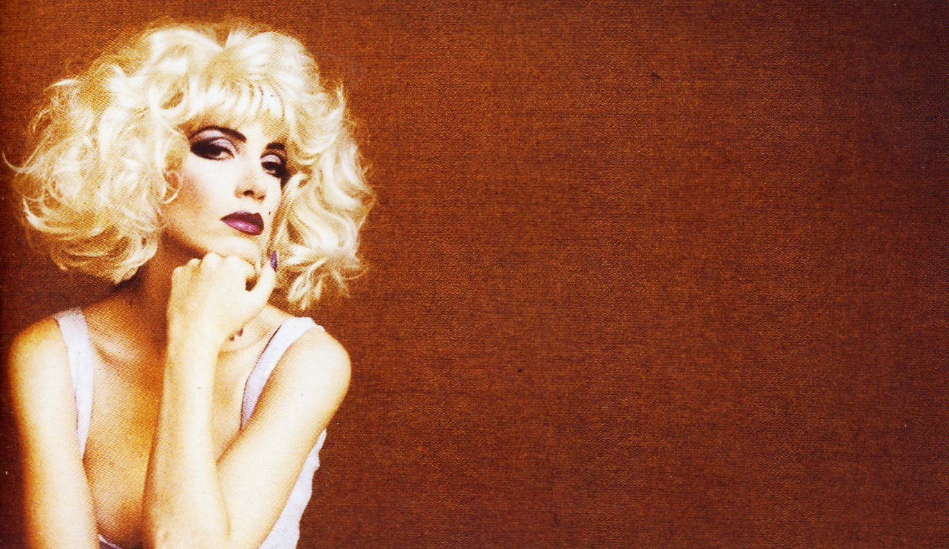 Eurythmics: Savage25: Photo – Annie Against The Beethoven Wall