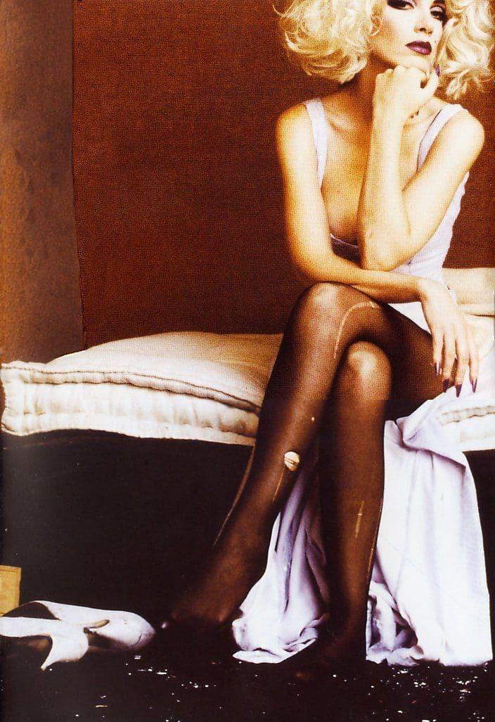 Eurythmics: Savage25: Photo – Annie On The Beethoven Bed