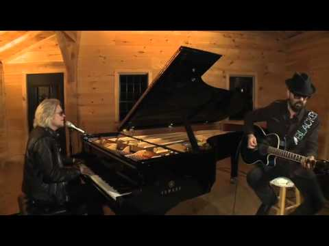 Video Of The Week : Dave Stewart & Daryl Hall perform Here Comes The Rain Again