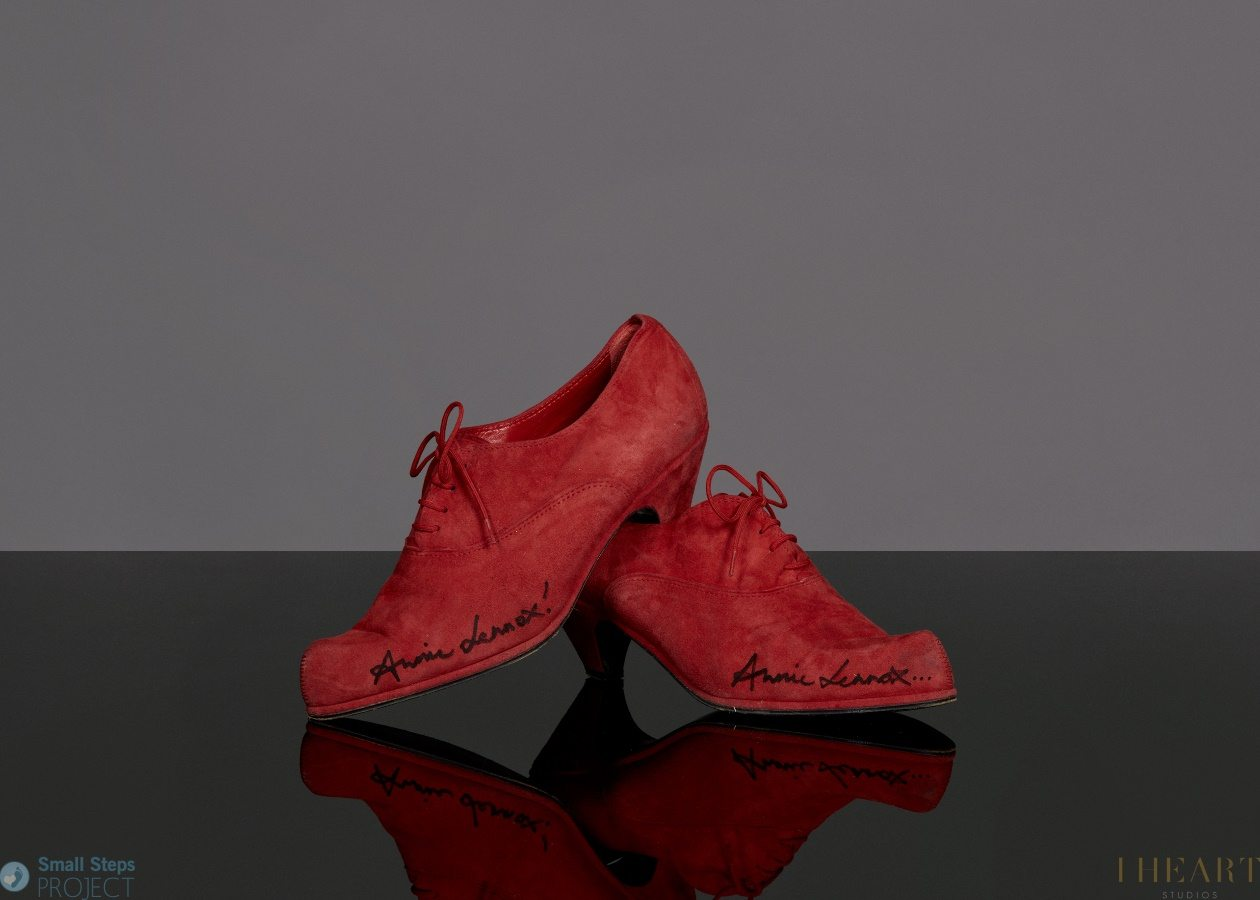 Annie Lennox donates her red suede shoes to The Small Steps Project – You can visit the exhibition event in London this evening
