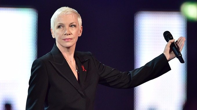 Annie Lennox awards David Bowie with a posthumous Icon award at The Brit Awards